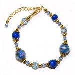 Armbånd med blå lampwork glassperler