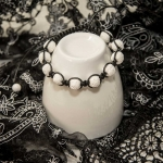 Shamballa armbånd med hvite vulkansk perler