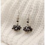 Sølv øredobber med svarte lampwork-perler