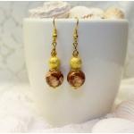 Gylden øredobber med brune og stardust perler
