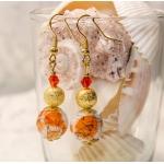 Oransje øredobber med gylne perler