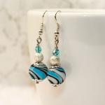 Sølv øredobber med turkis lampwork-perler og sølv stardust perler