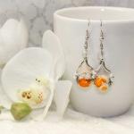 Sølv øredobber med hvite og oransje perler
