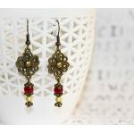 """""""Vintage Stil"""" -  Øredobber med antikk bronse blomster og røde perler"""
