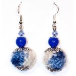 Sølv øredobber med hvite og blå heklede perler