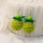 Sølv øredobber med grønne heklede perler og bånd