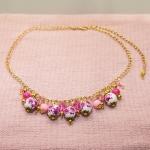 Antikk gylden halssmykker med porselen perler med rose blomster