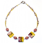 Sølv halssmykke med lilla porselen og gul lampwork perler