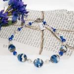 Sølv halssmykker med hvite og blå heklede perler